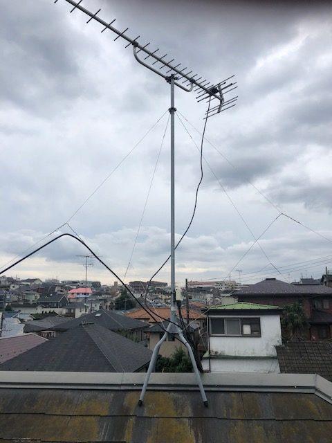 屋根上ケーブル修理