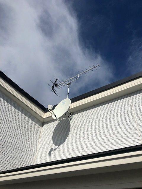 八木式UHF+BS+ブースター (サイドベース設置)